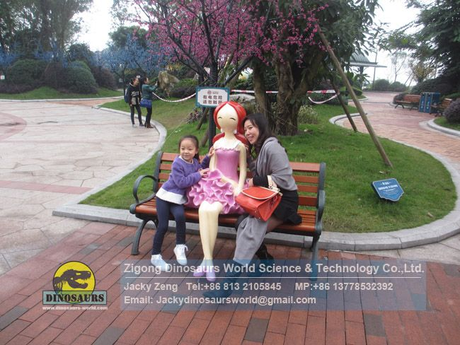Cartoon girl in a park model and posed for pictures DWC049